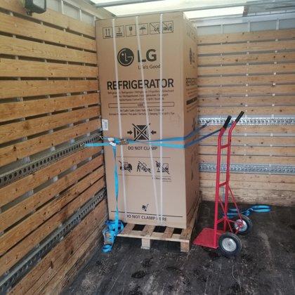 120kg ledusskapja piegāde ar uznešanu uz 3. stāvu:)